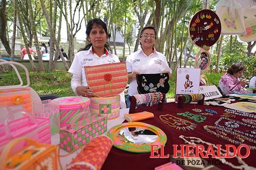 Manos Veracruzanas, espacio para impulsar a artesanos: DIF