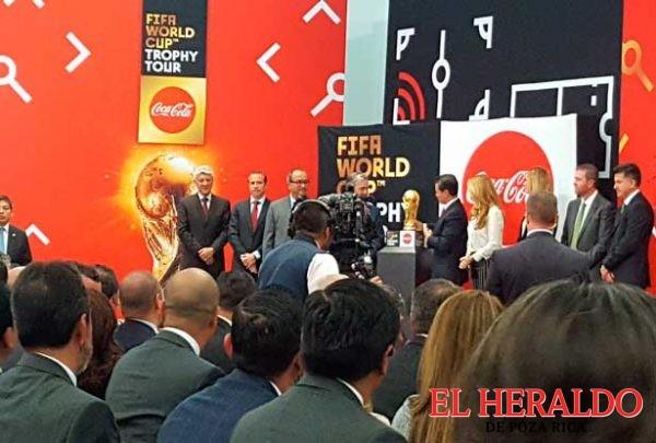 """""""Que México vuelva con la Copa"""": EPN"""