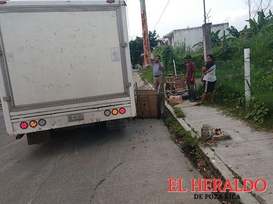 Destroza triciclo de Luis Hernández