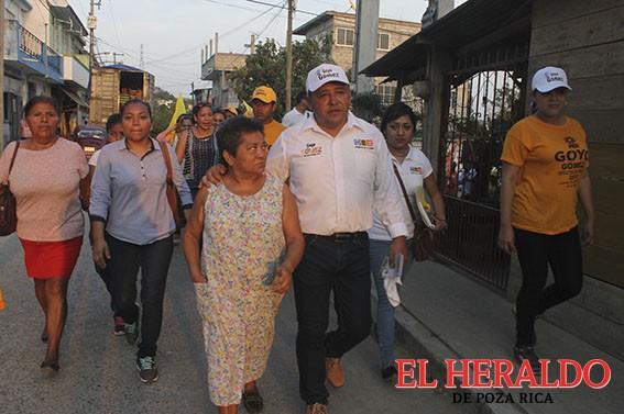 Goyo Gómez, avanza y convence casa por casa