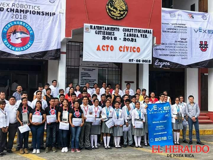 Otorgan reconocimientos a alumnos de la UTGZ