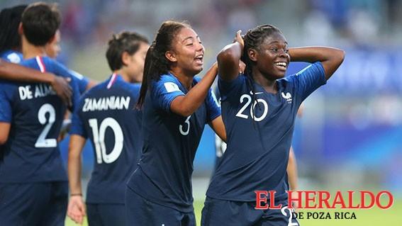 Francia debutó con goleada