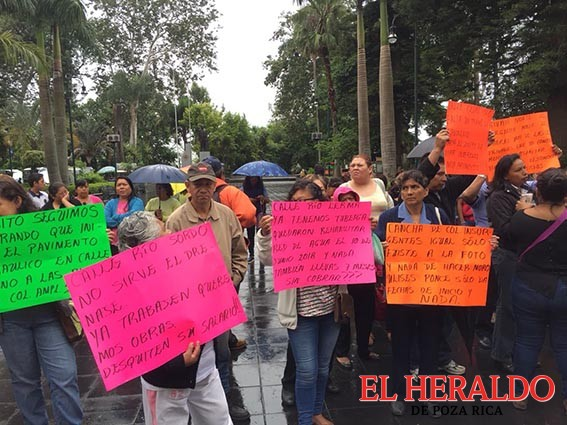 Habitantes de la colonia Ampliación 21 de Marzo exigen pavimentación
