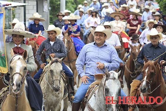 Encabeza Alcalde cabalgata en honor a María Asunción