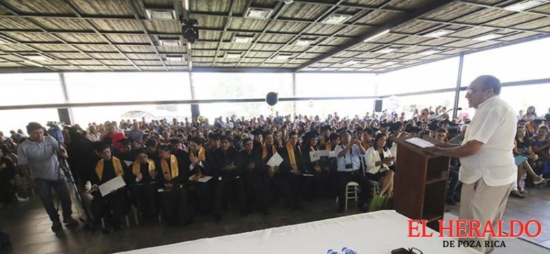 Alcalde apadrinó generación 2015-2018 del Conalep 177