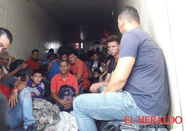 Rescatan a160 migrantes