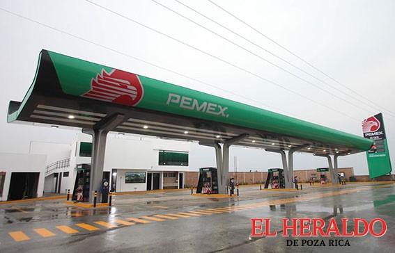 Pemex inaugura estación de servicio