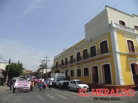 Protestan vecinos de Escolín