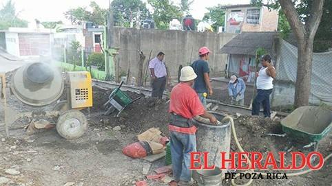 Supervisan obra de la calle Leona Vicario