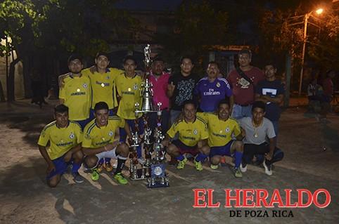 Calixto es el campeón de futbol nocturno!