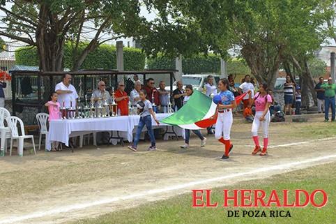 Play Ball a la Liga Femenil Pozo 140