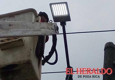 Instalan lámparas LED