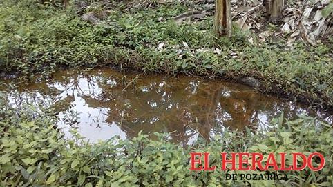 Derrame de hidrocarburo contamina otro arroyo
