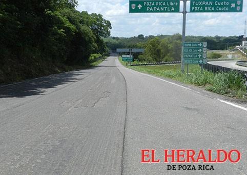 Rehabilita carretera a la sierra totonaca