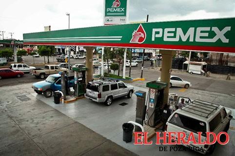Demandan empresarios abatir alza a gasolinas