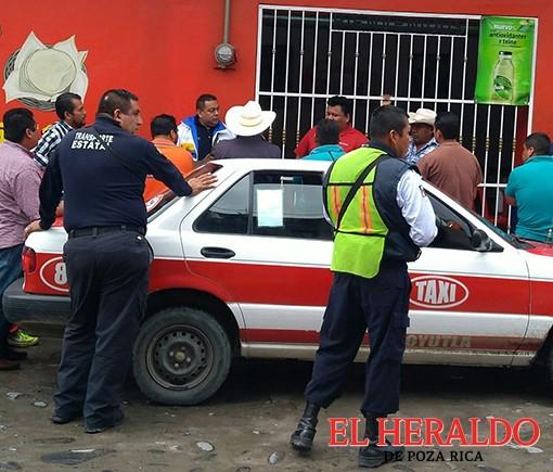 Aplican taxistas alza en sus tarifas en Coyutla