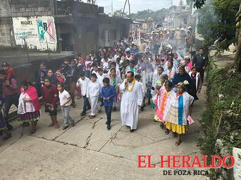 Obispo bendice Centro de Salud en Filomeno Mata