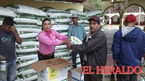Benefician a campesinos de Coahuitlán
