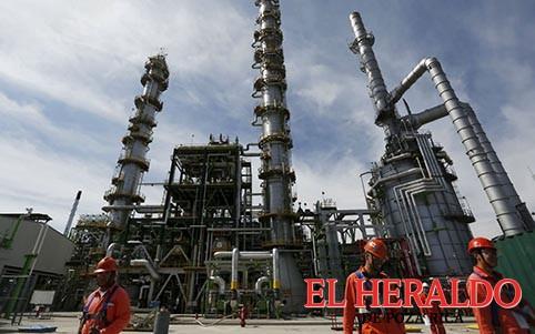 Pararán cuatro refinerías del país