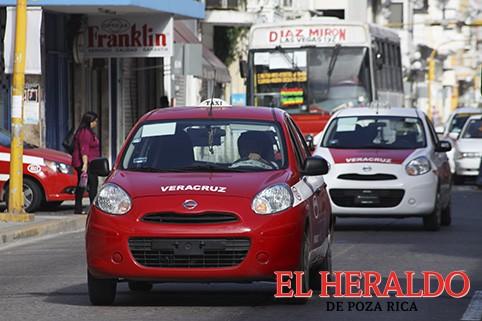 Denuncian entrega de concesiones de taxis