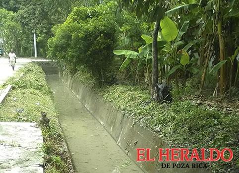 Limpian canales para evitar inundaciones