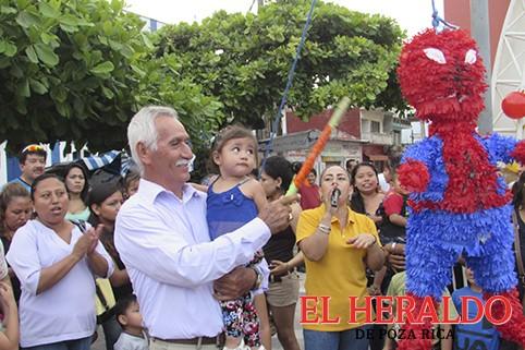 Dulces regalos y piñatas para niños zamoreños