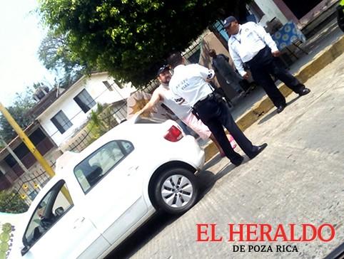 """""""Atracan"""" oficiales de Tránsito a conductores"""