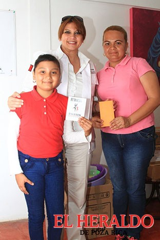Entrega apoyo Mayuli Ortega