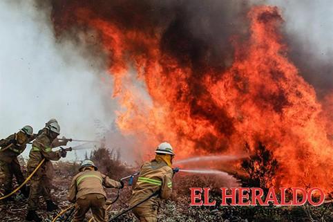 Luchan por controlar incendio en Portugal