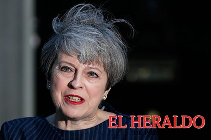 Theresa May confirma que permanecerá en el cargo