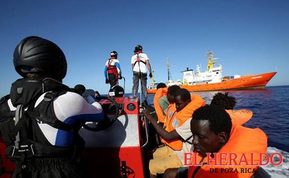España acepta acoger barco con 629 migrantes
