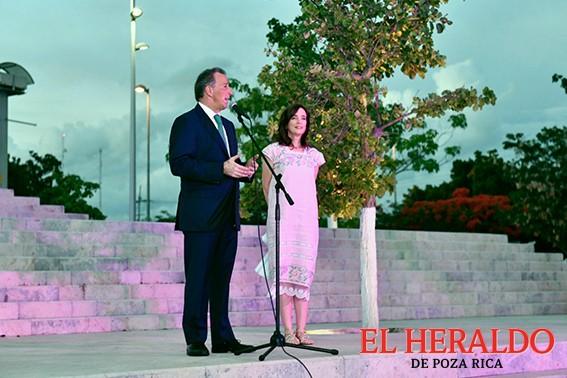 Meade defiende la educación de excelencia para los niños de México