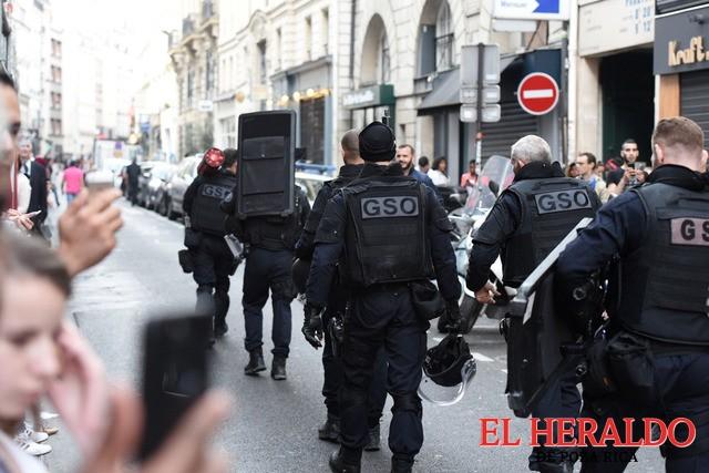 Libera policía a rehenes en París