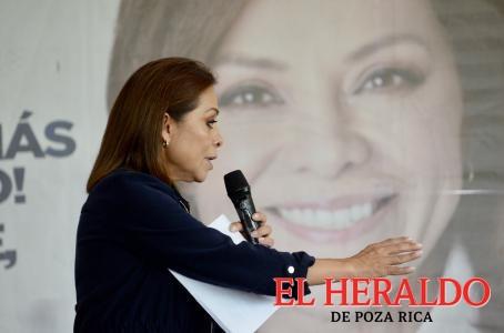Josefina denuncia programas a favor de Alfredo del Mazo