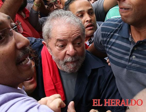 Dilma podría caer tras acusación contra Lula, señala analista
