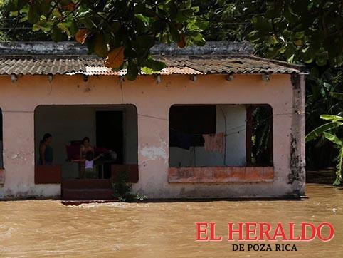Suman 41 escuelas dañadas en Puebla y Veracruz tras paso de