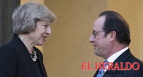 Hollande apremia a Theresa May al negociar el Brexit