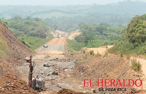 Bloquean autopista Poza Rica-Cardel