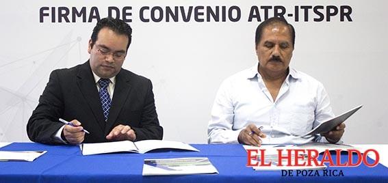 Firman convenio de estancia de investigación ITSPR y ATR