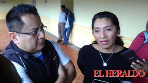Locatarios le piden al regidor cumpla promesas