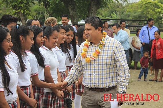 Dignifican calidad educativa en la comunidad Vicente Herrera