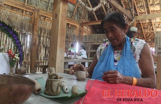 Mujeres alfareras preservan costumbres
