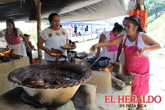 Festival del mole da el ingrediente a la Feria