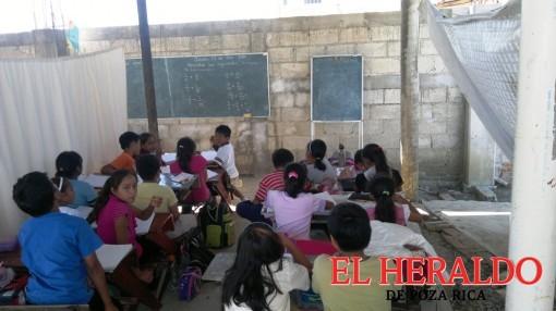Escuelas indígenas van encuentro del libro intercultural