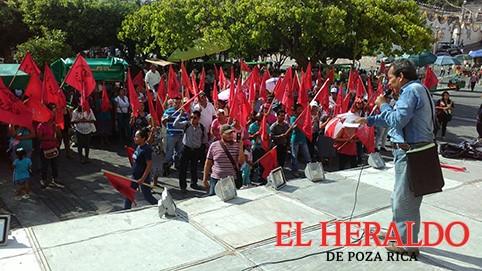 Protestan Antorchistas contra Marcos Romero