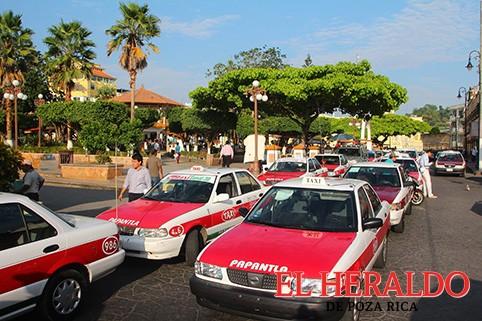Taxistas deben ingresar a la base de datos estatal