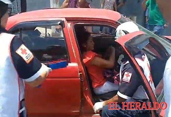 Fuerza Civil embiste a automovilista