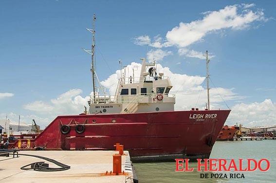 Naufraga buque frente a la Barra de Cazones