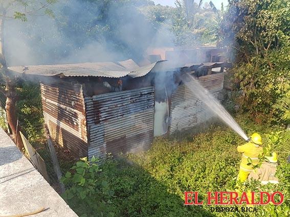 Se incendia casa en la Prensa Nacional