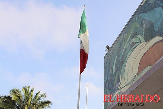 Izan bandera por el 151 Aniversario de la Toma de Querétaro